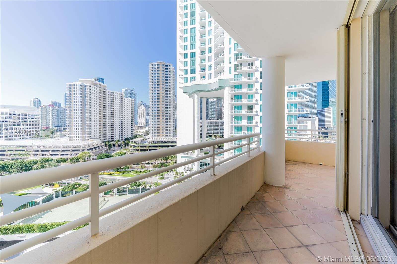 888 Brickell Key Dr #1202 photo05