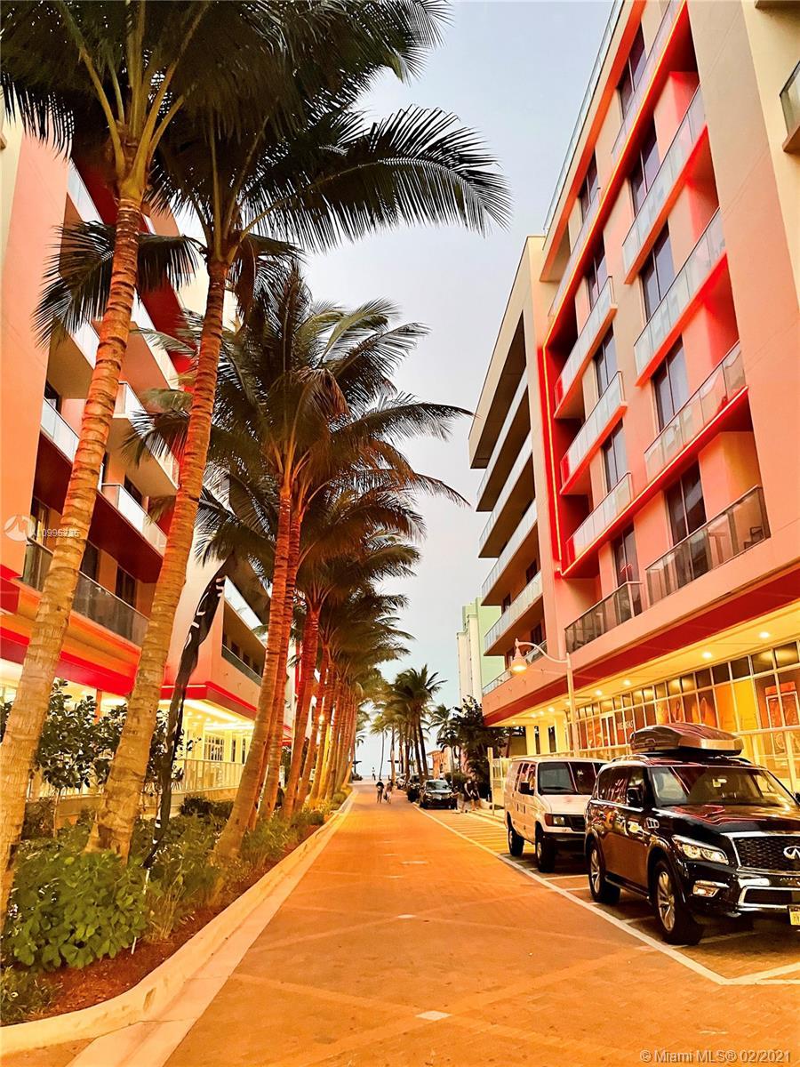 Costa Hollywood #S213 photo10