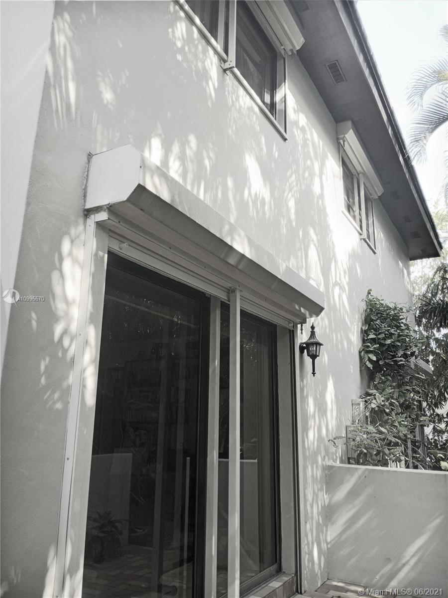 6245 Maynada St photo020