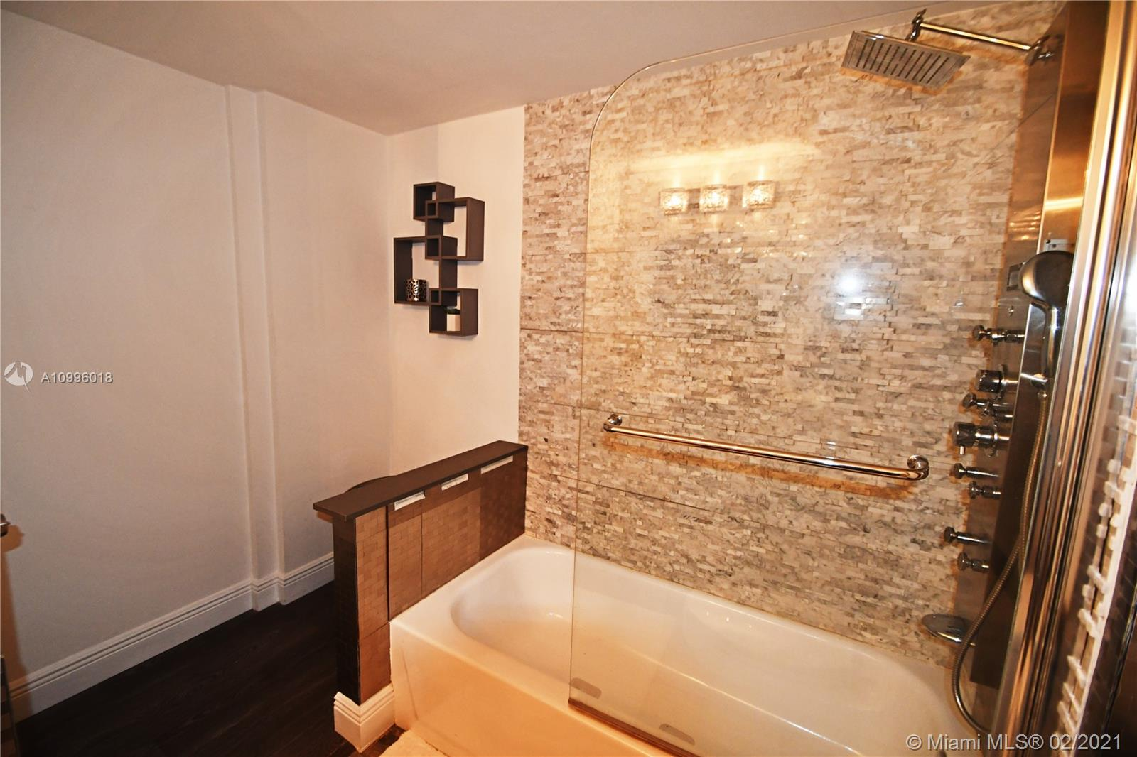 2301 Collins Ave #419 photo06