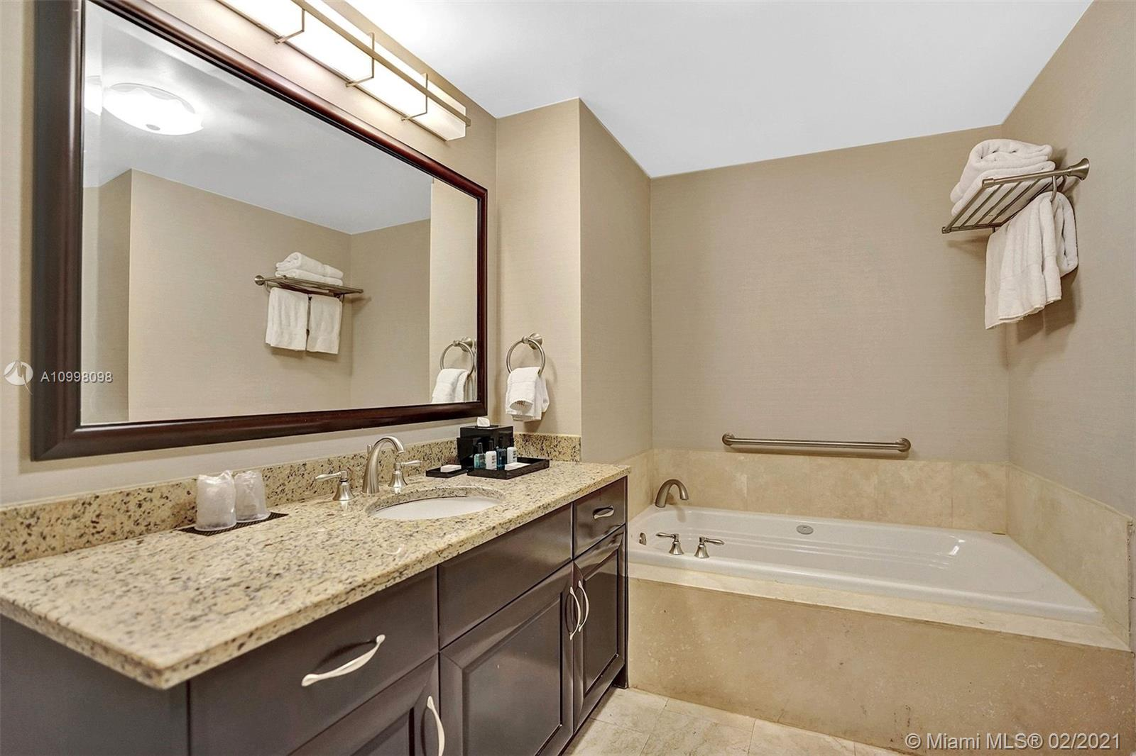 4401 COLLINS AVE #1607 photo020