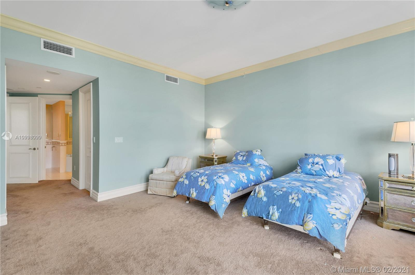 10225 Collins Ave #503 photo023