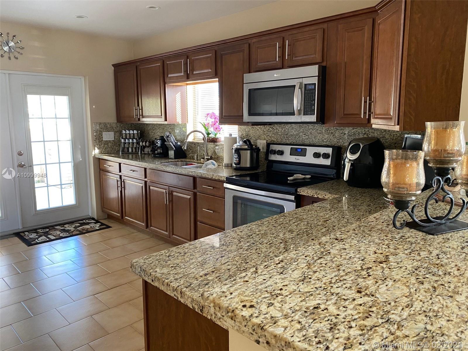 Coral Villas - 2931 SW 67th Ave, Miami, FL 33155