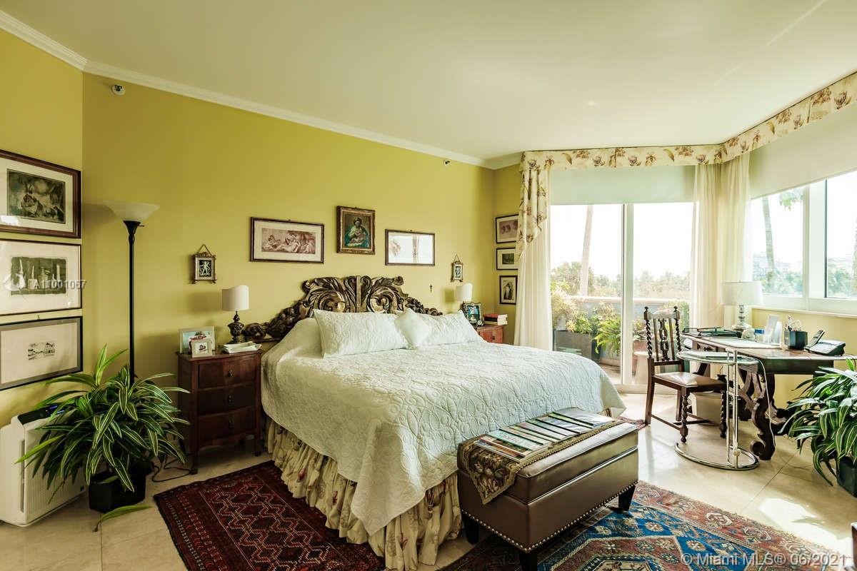 300 S Pointe Dr #401 photo011
