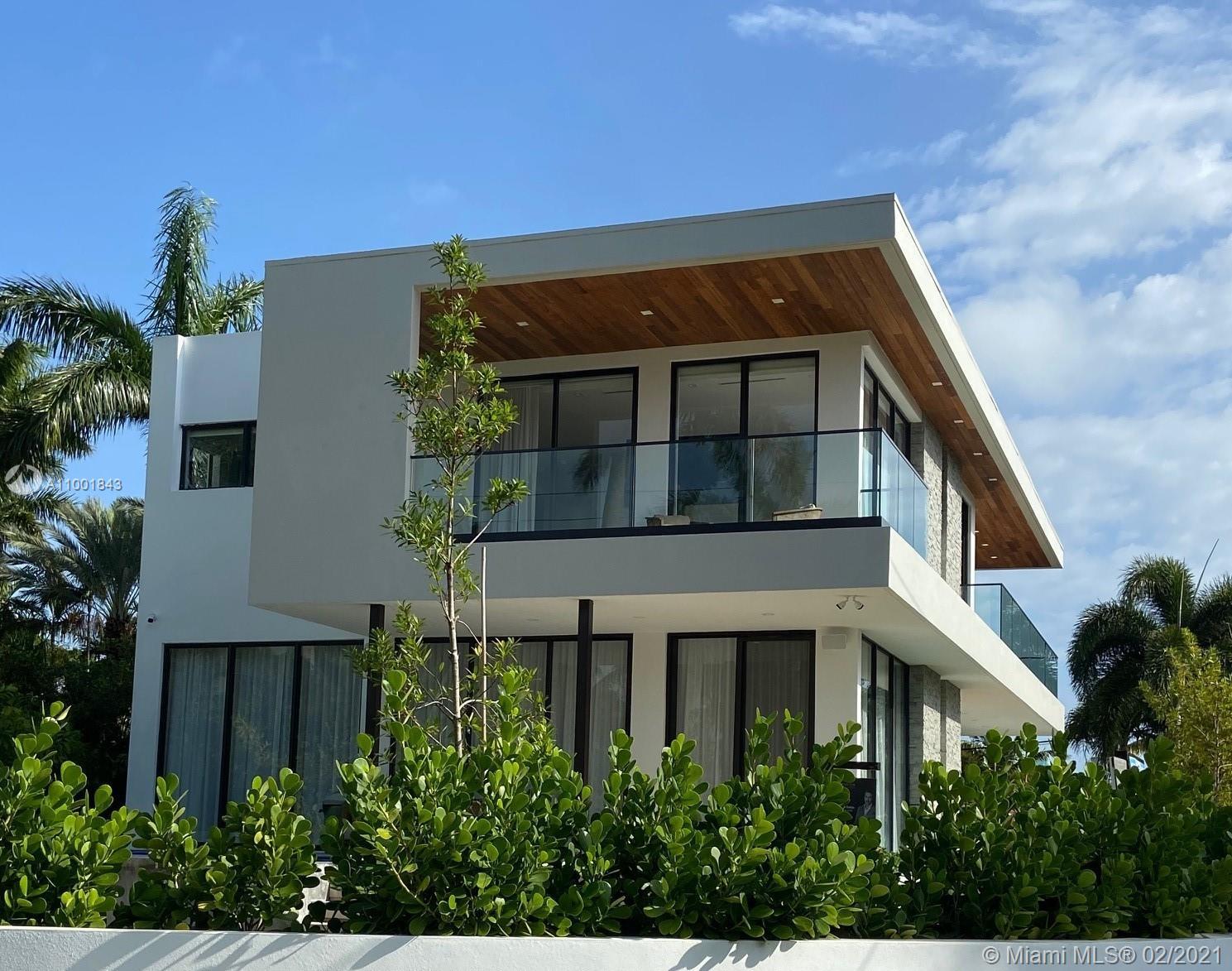 La Gorce Golf - 5701 N Bay Rd, Miami Beach, FL 33140