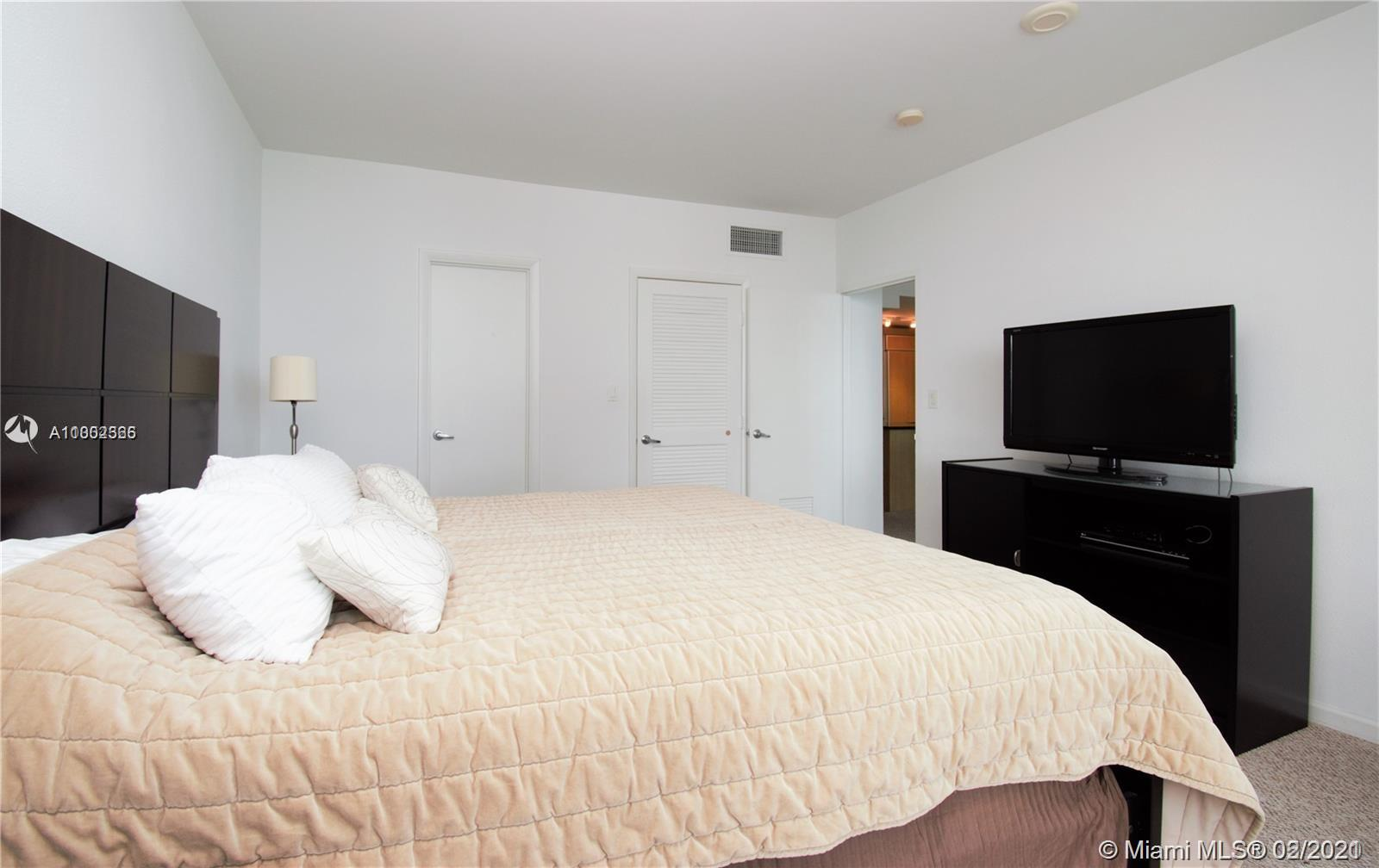 10275 Collins Ave #1514 photo02