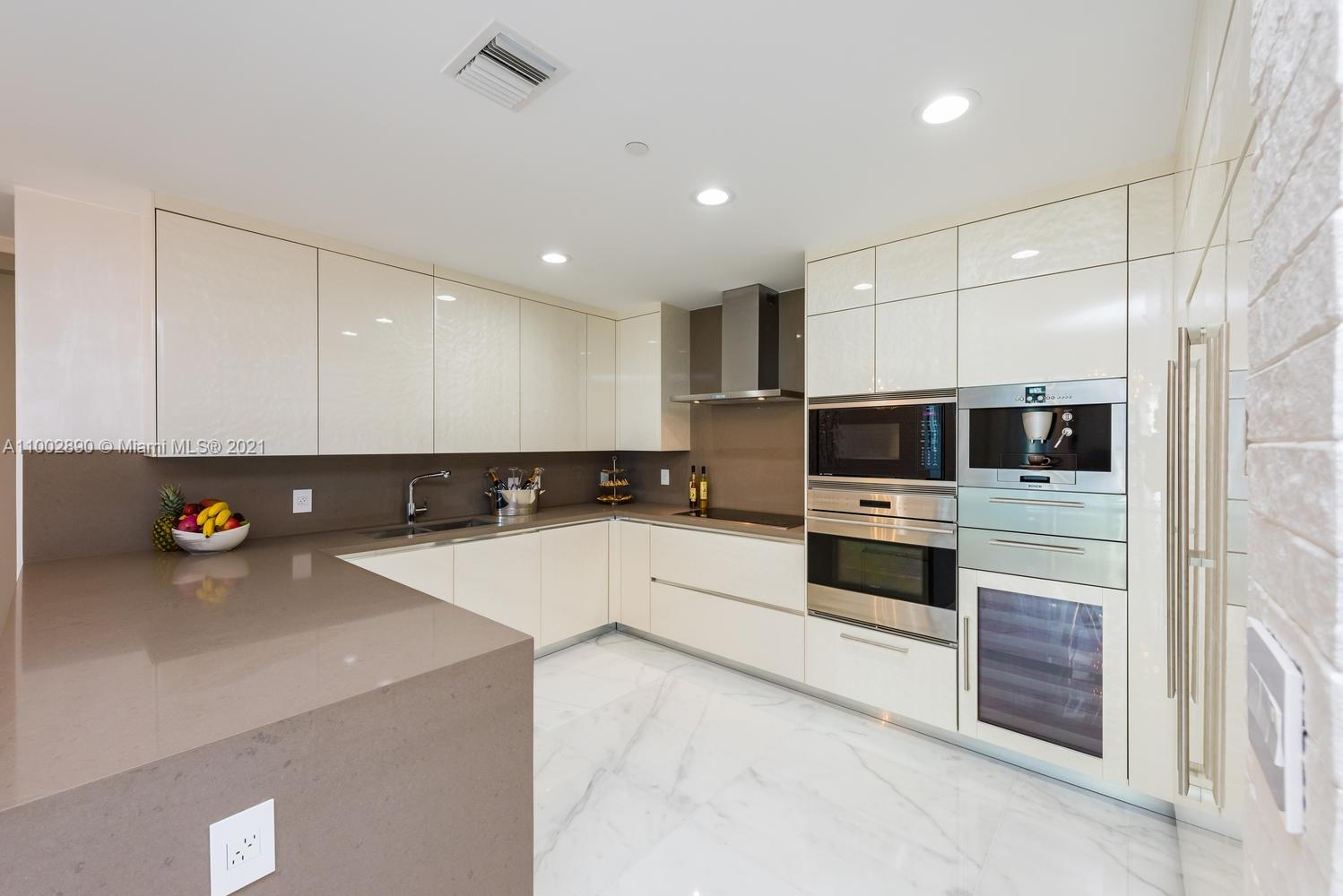 17475 Collins Ave #1002 photo02
