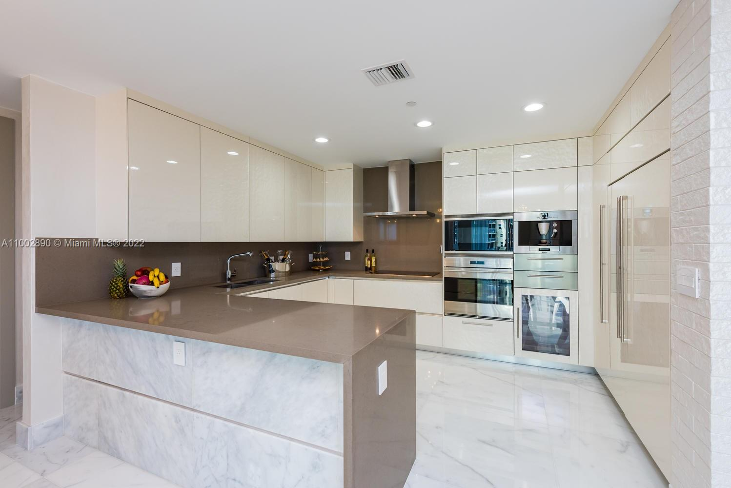 17475 Collins Ave #1002 photo01