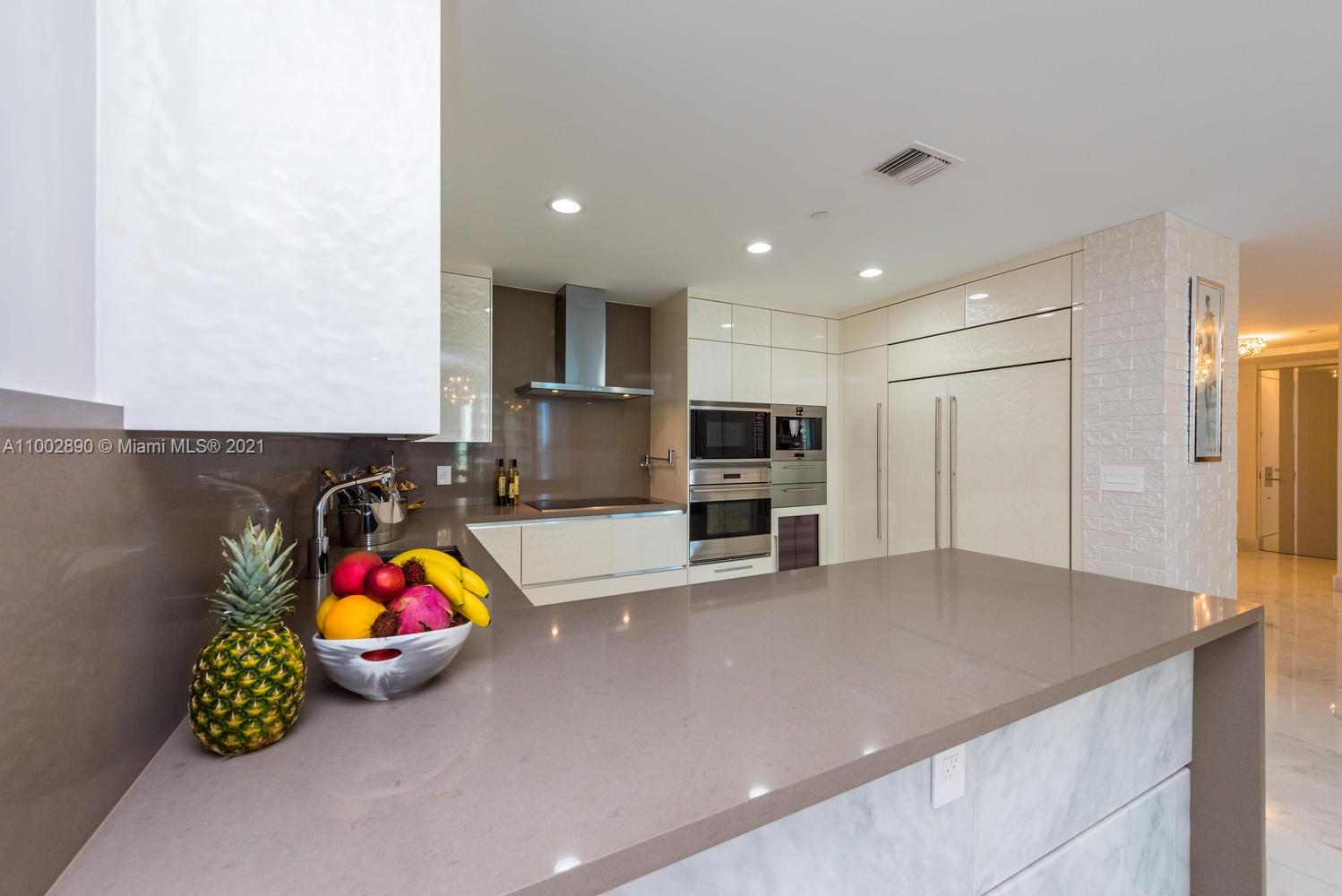 17475 Collins Ave #1002 photo04