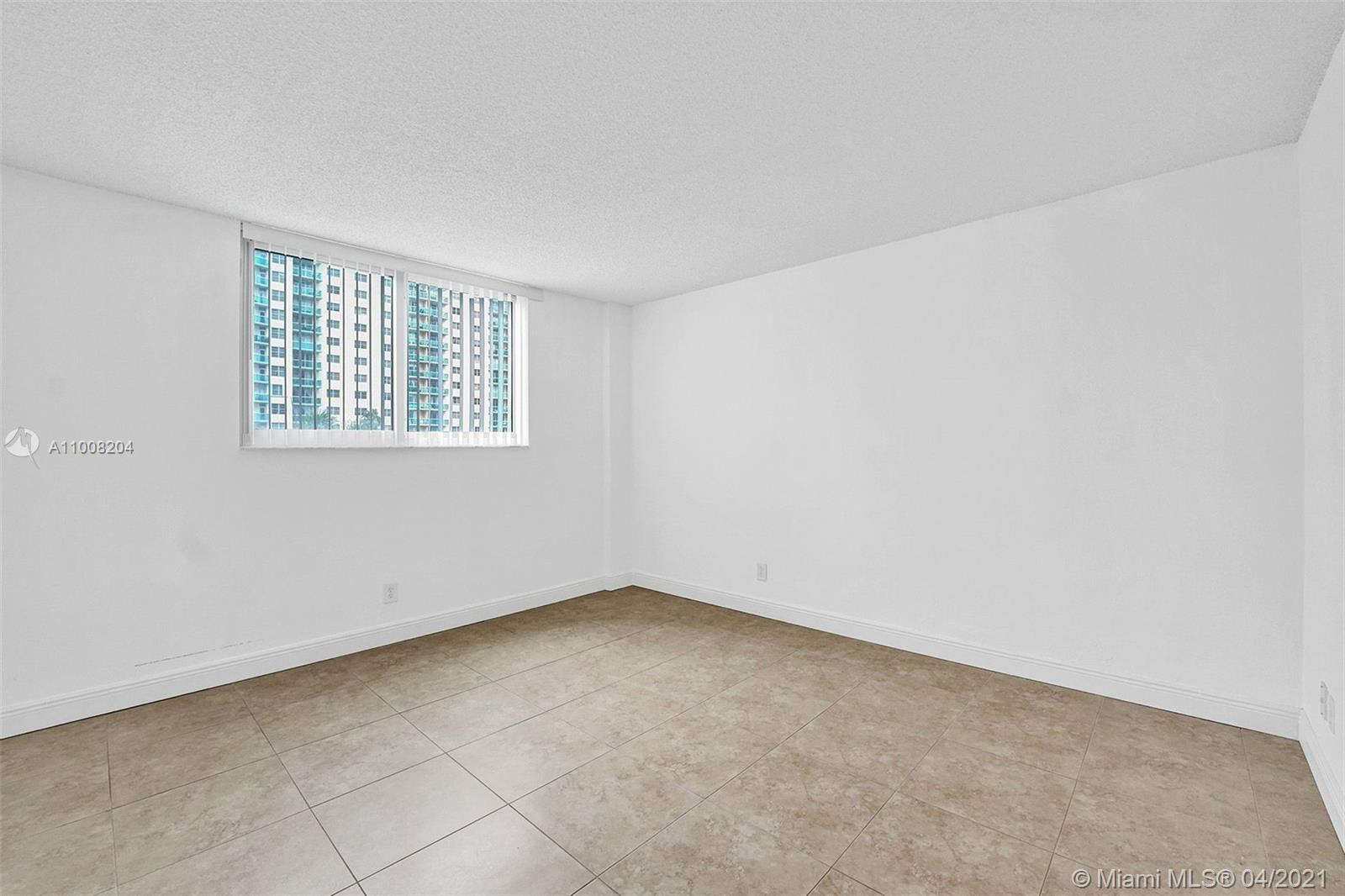 19380 Collins Ave #311 photo027