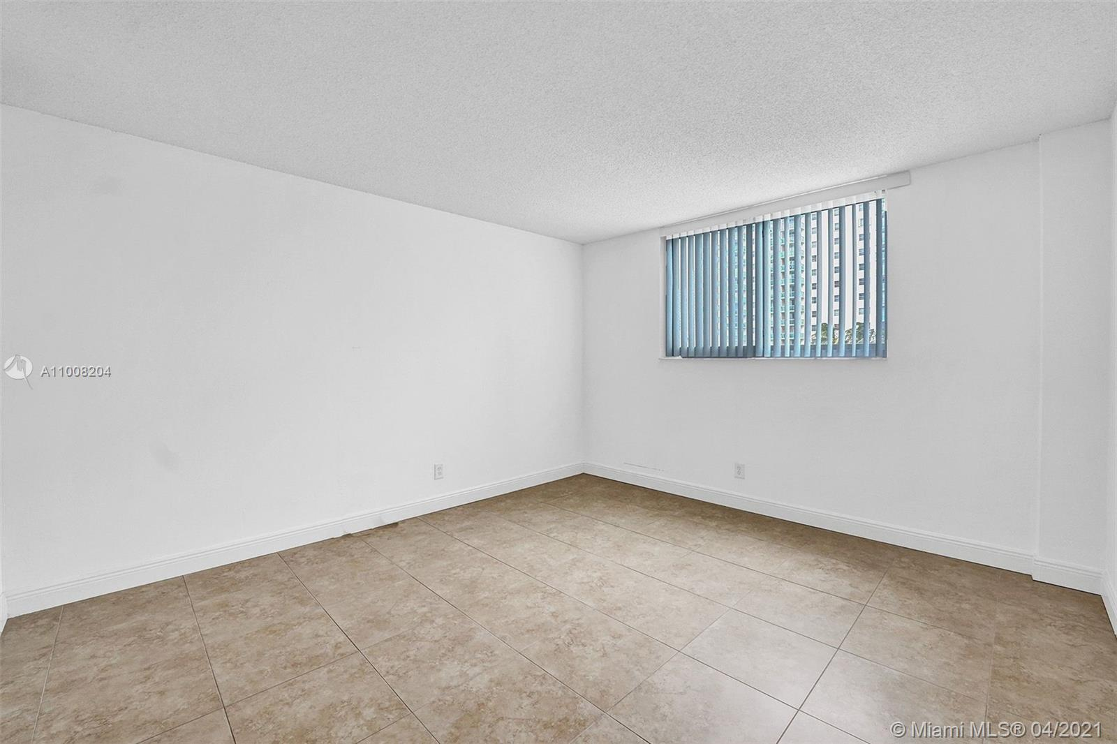 19380 Collins Ave #311 photo026