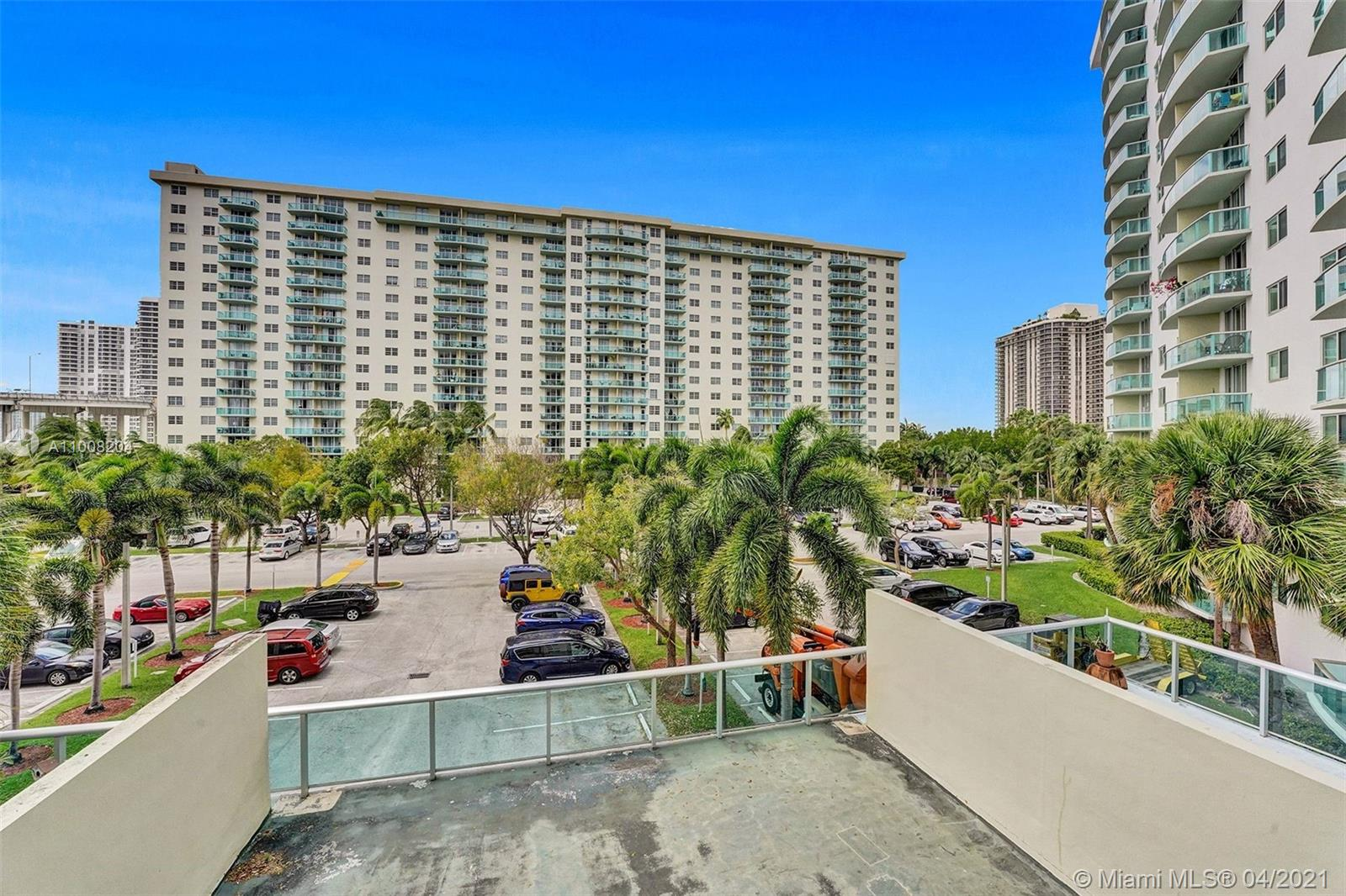 19380 Collins Ave #311 photo05
