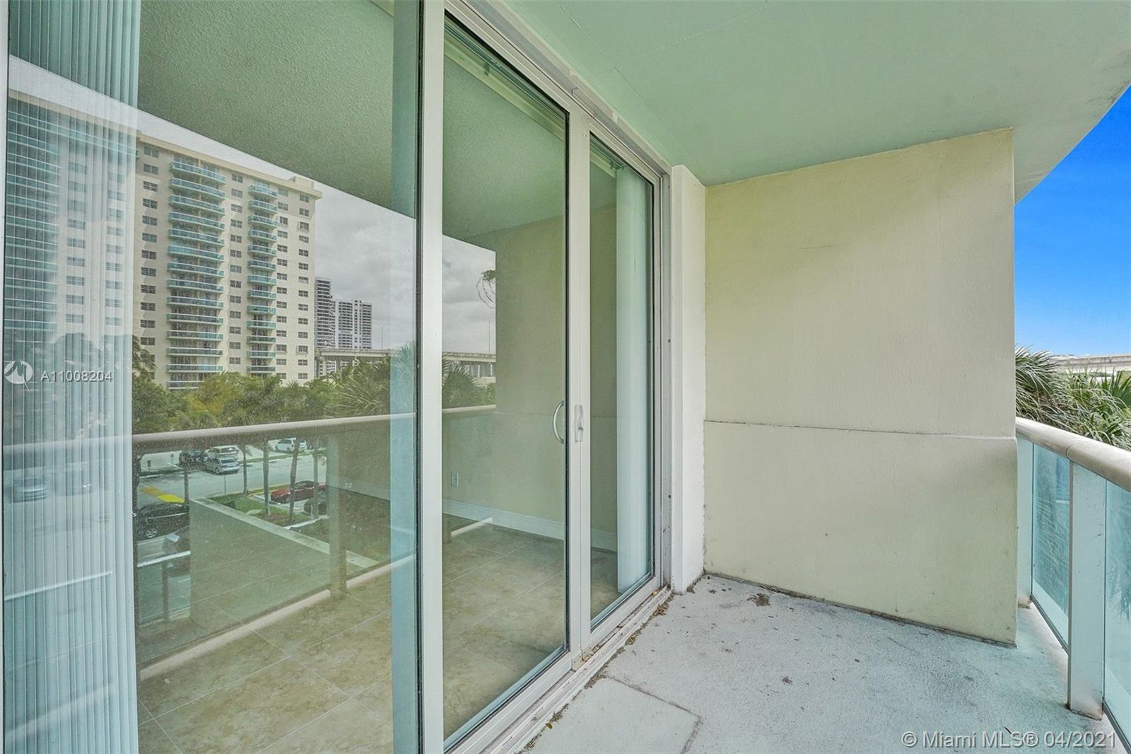 19380 Collins Ave #311 photo08