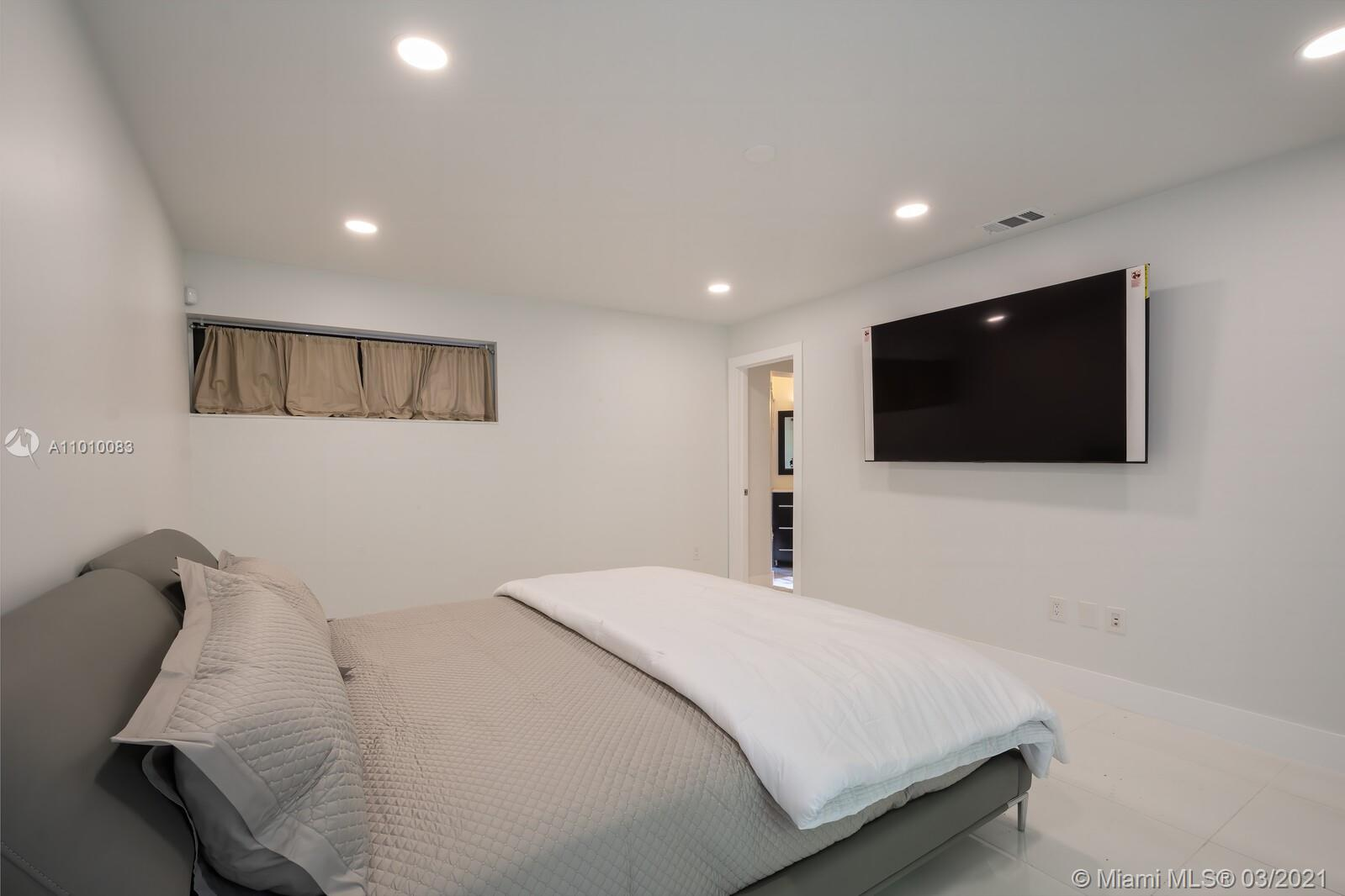 2575 Tigertail Ave -RENOVATED photo016