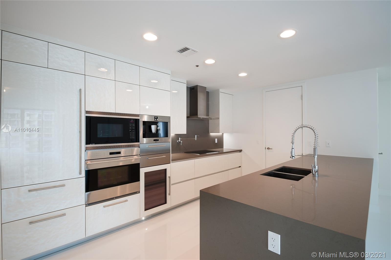 17475 Collins Ave #903 photo08