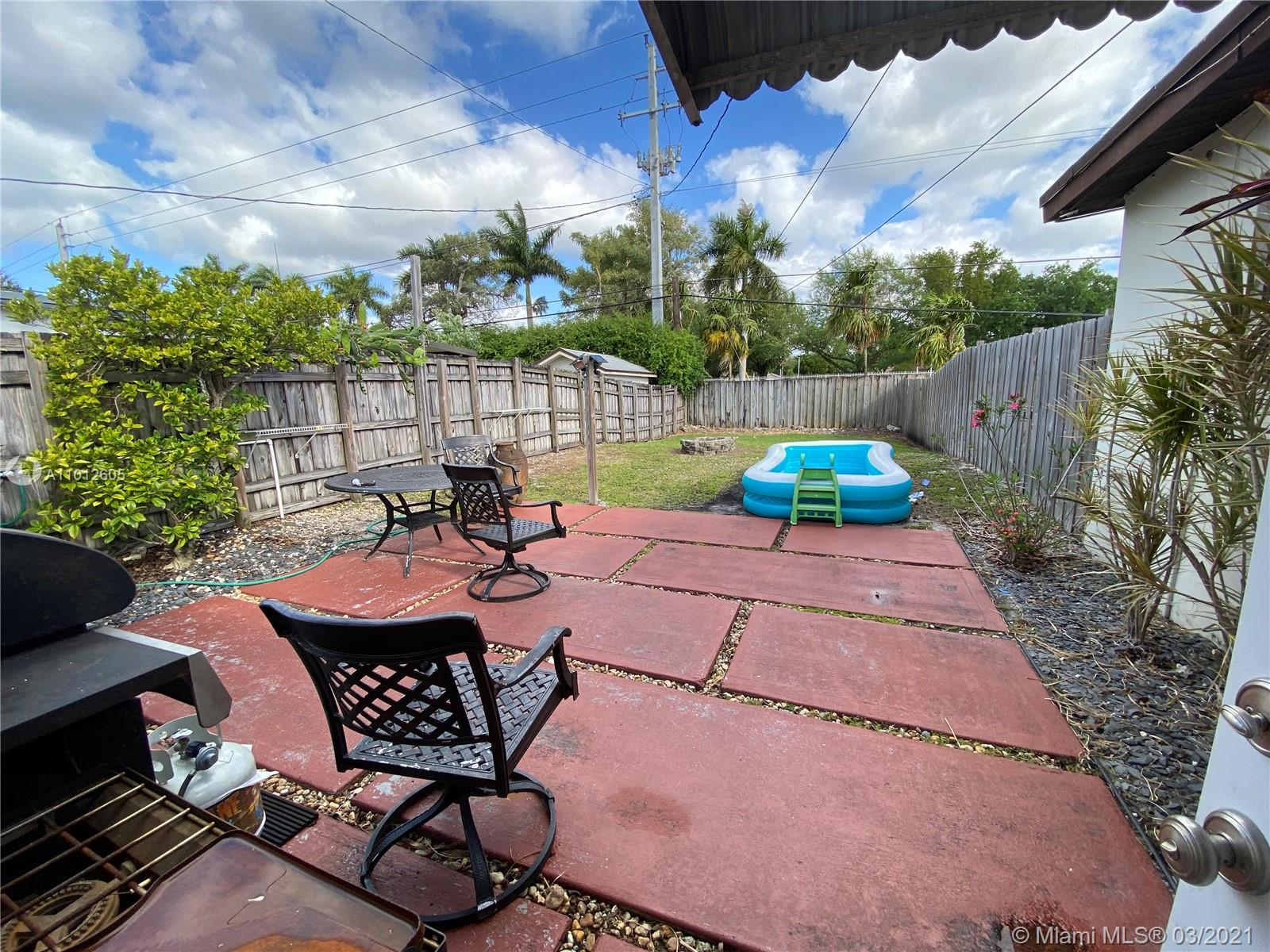 8251 NW 185th Ter photo027
