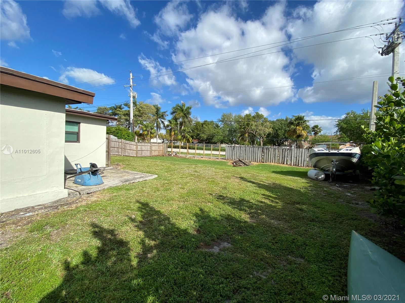 8251 NW 185th Ter photo013