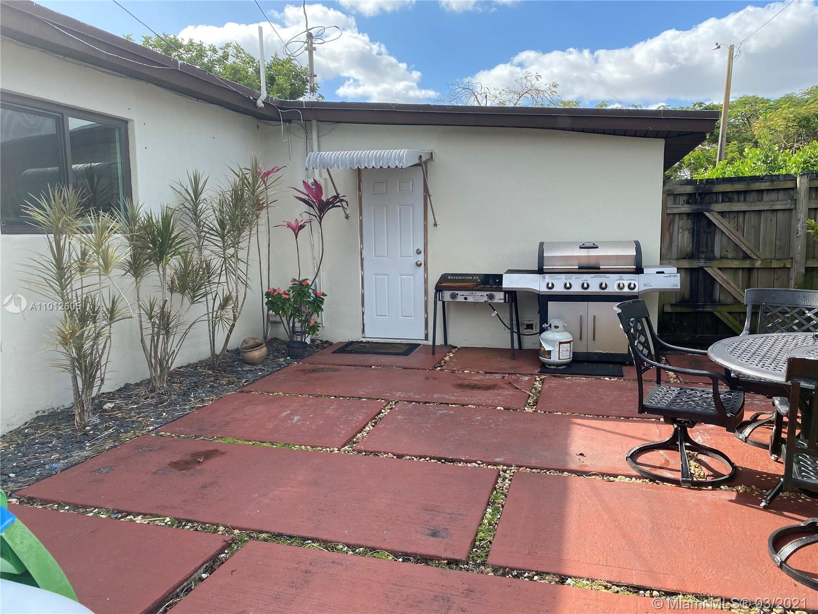 8251 NW 185th Ter photo029