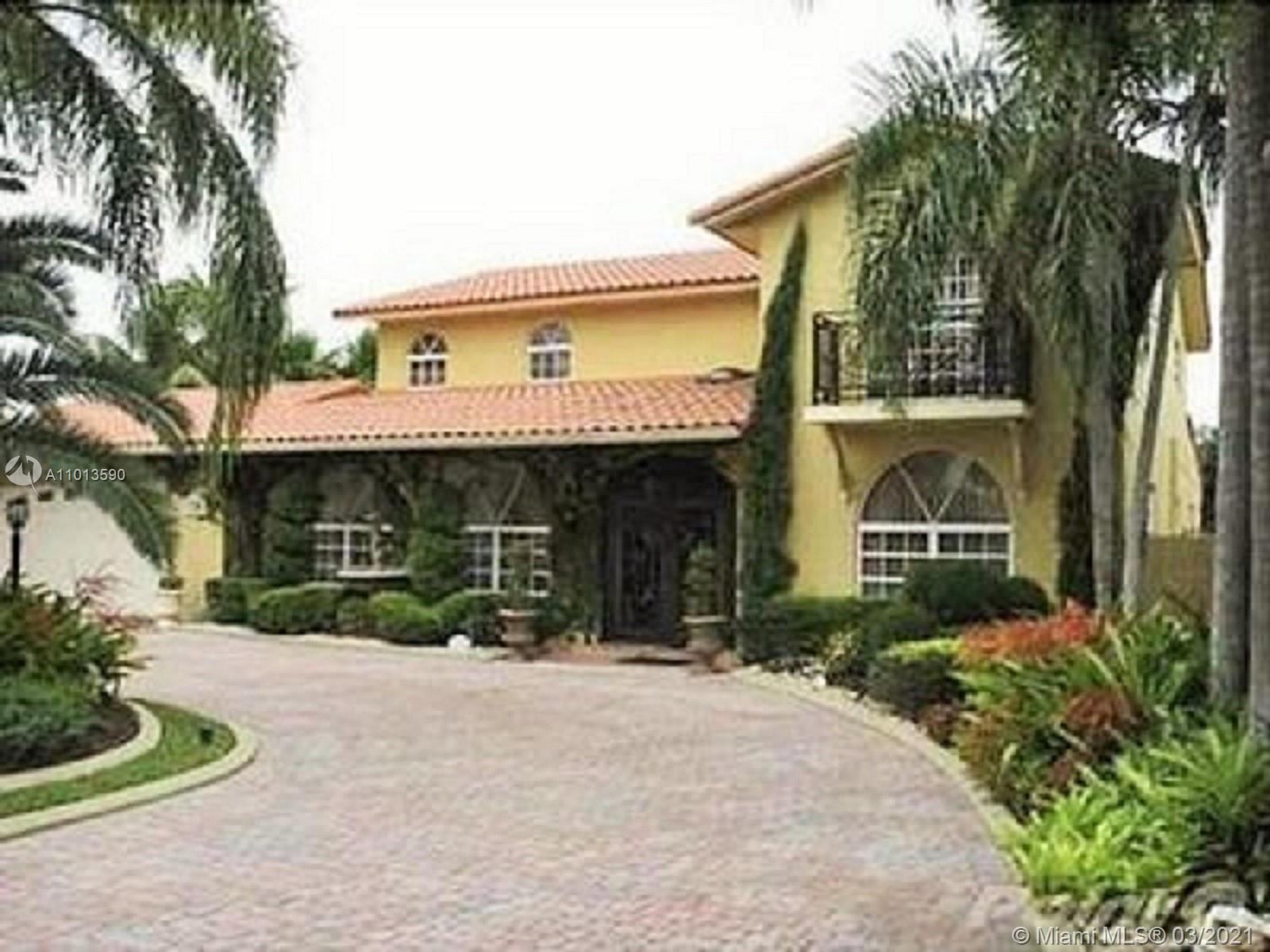Country Club Of Miam - 7235 N OAKMONT DR, Hialeah, FL 33015