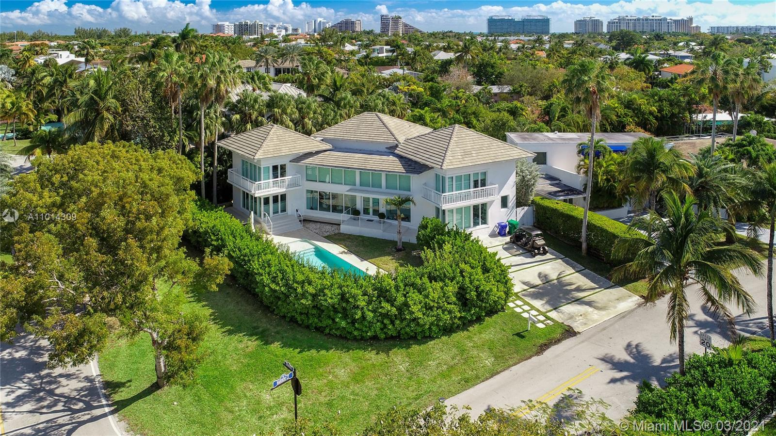 Tropical Isle Homes - 255 Harbor Dr, Key Biscayne, FL 33149