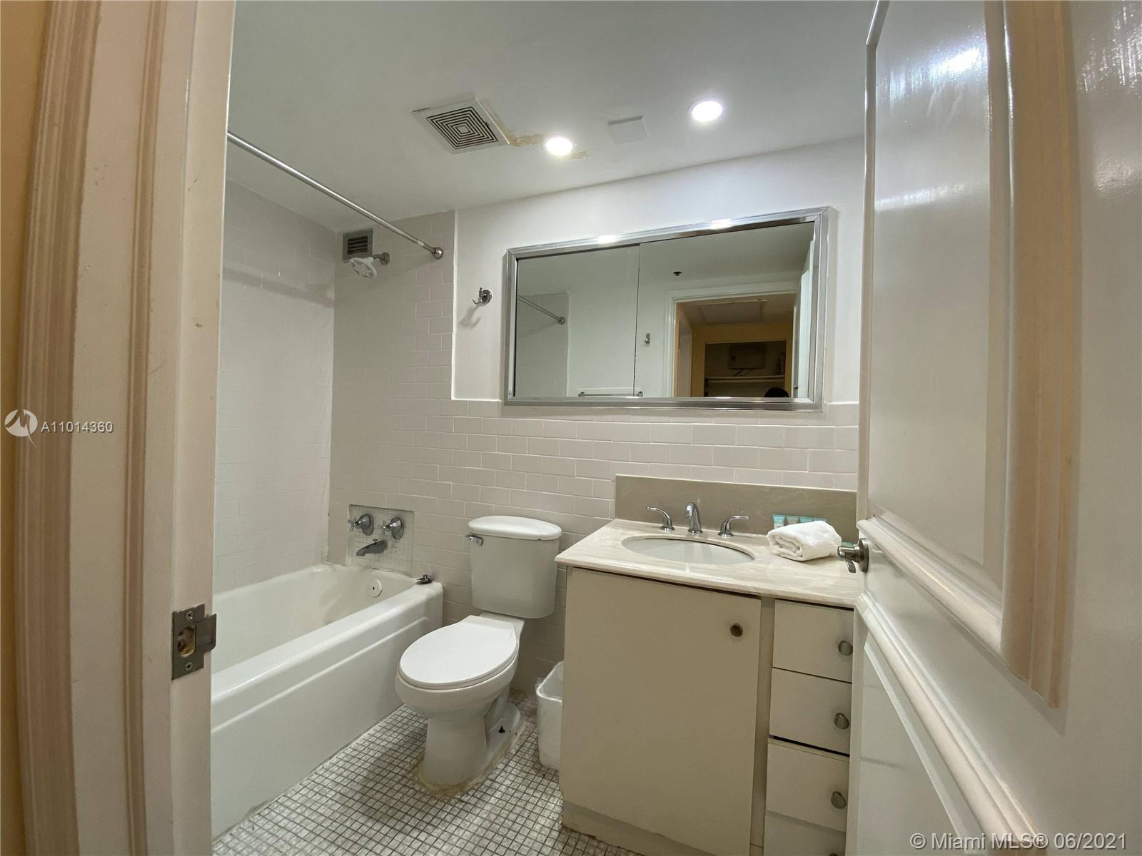 5225 Collins Ave #407 photo021