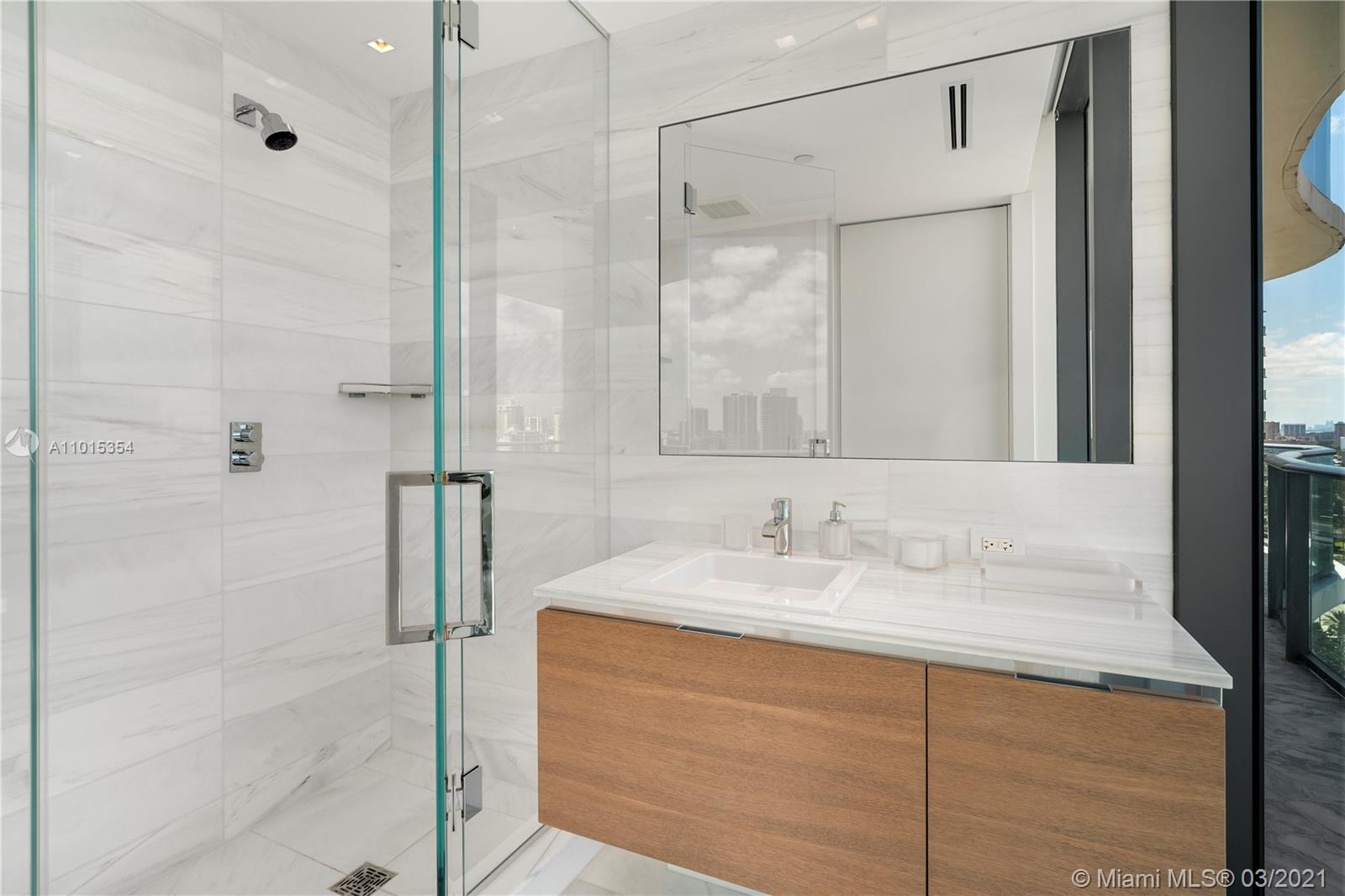 19575 Collins Ave #17 photo021