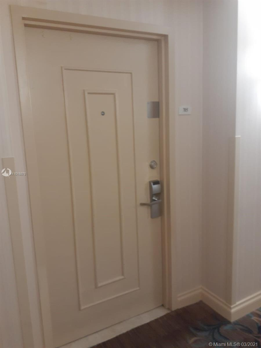 17375 Collins Ave #705 photo01