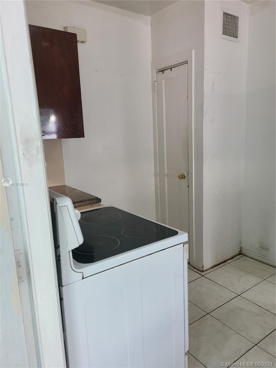 Kitchen & Laundry Room Entrance