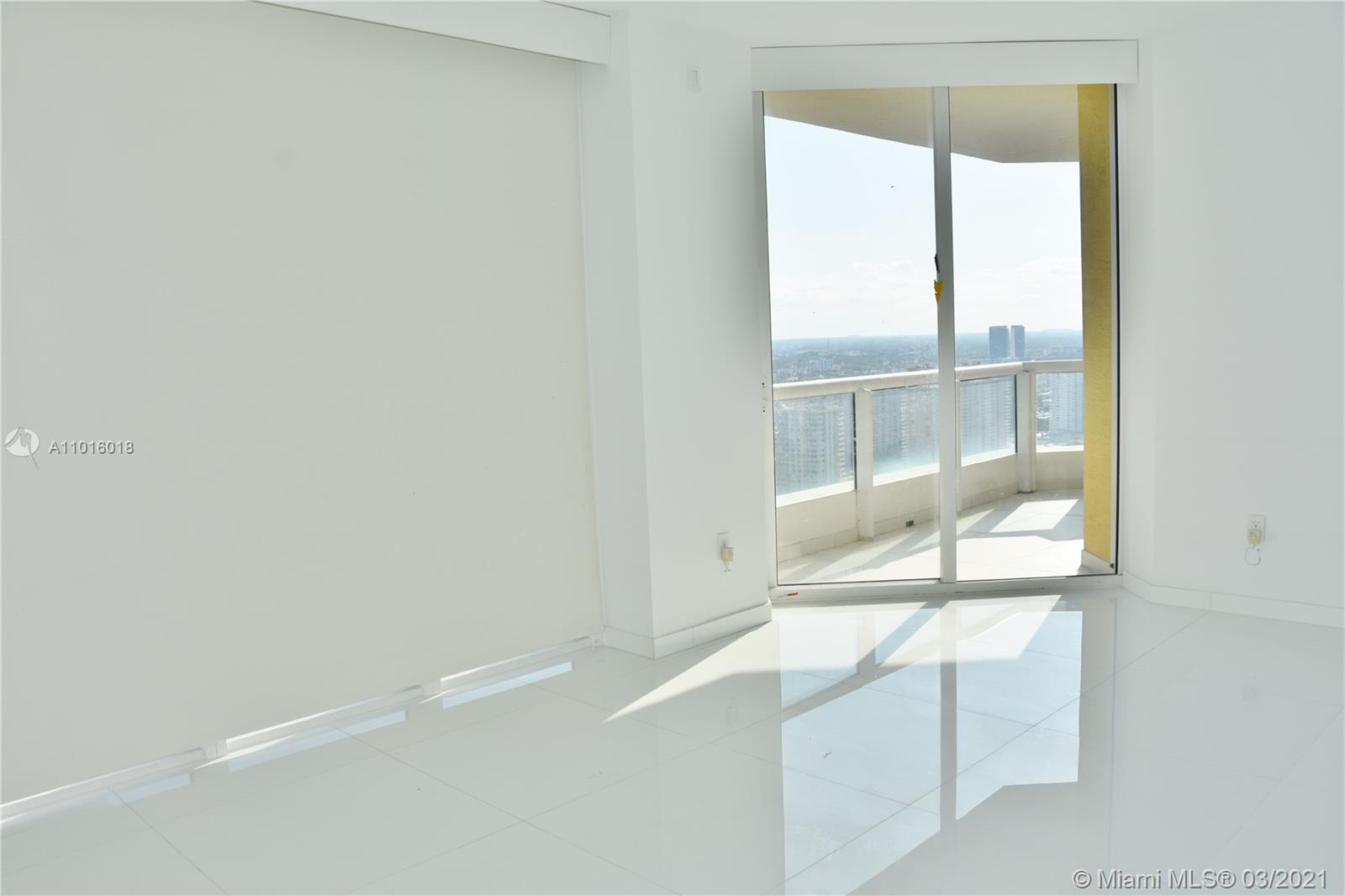 17875 Collins Ave #3406 photo07