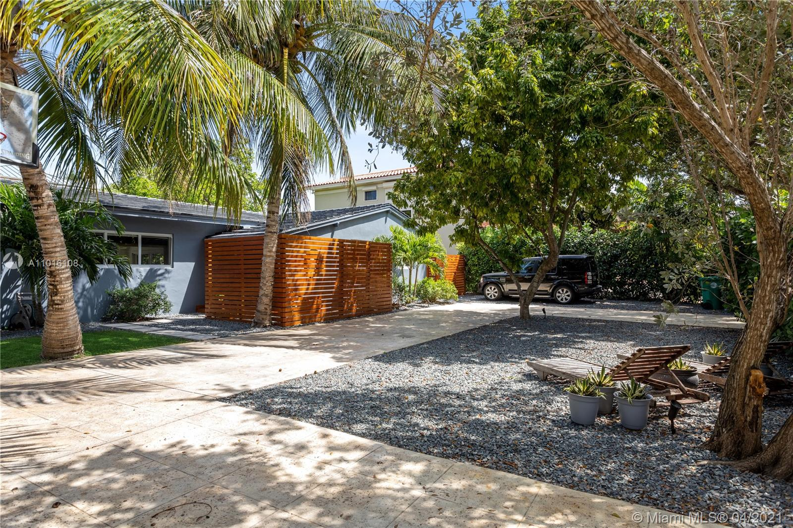 Biscayne Key Estates - 275 W Mashta Dr, Key Biscayne, FL 33149