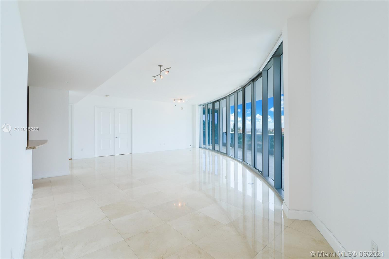 5959 Collins Ave #702 photo04