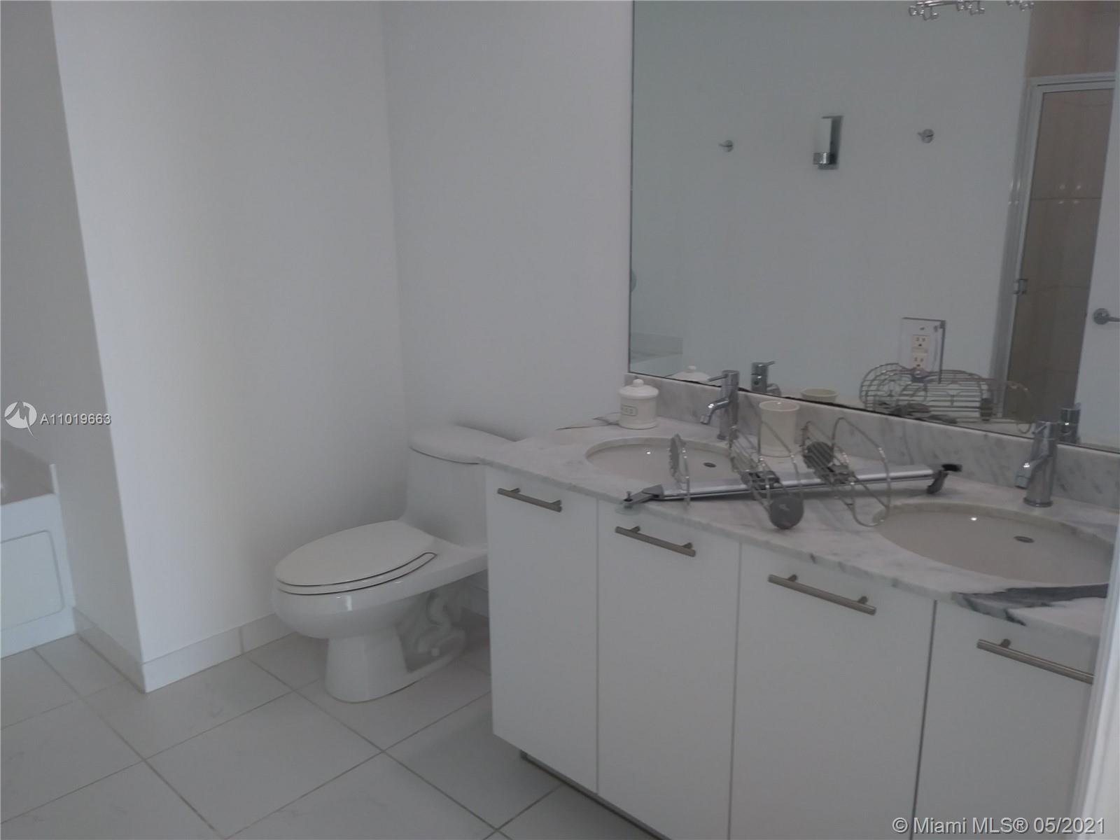 950 Brickell Bay Dr #5207 photo016
