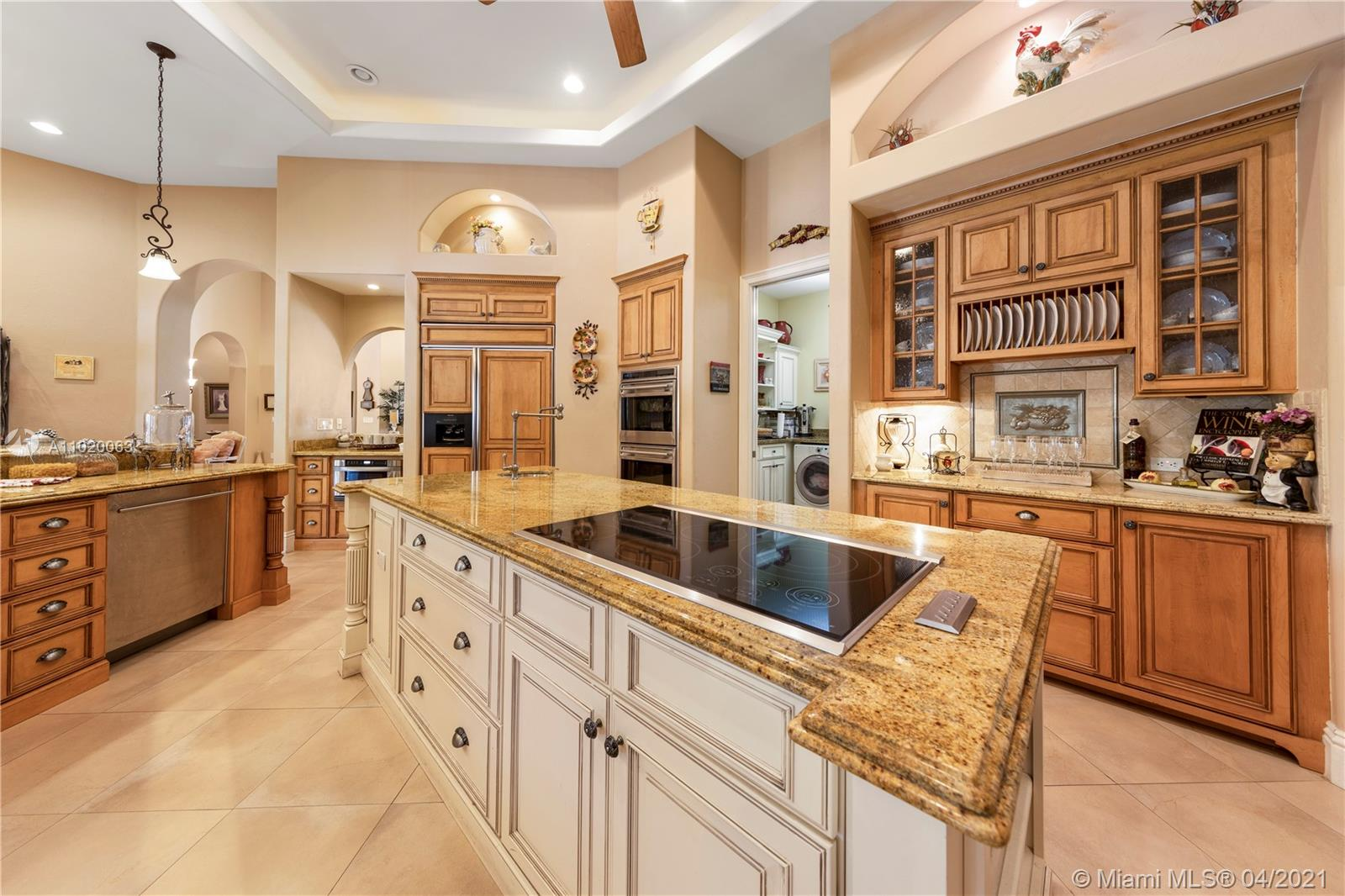 IS YOUR FAMILYS HEART OF THE HOUSE THE KITCHEN? IF SO THIS THE ONE.....GREAT SPACE FOR LARGE GATHERINGS...EASY FLOW FROM INTERIOR TO EXTERIOR ENTERTAINING..