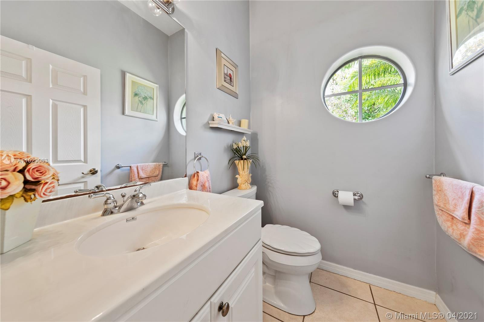 POOL HOUSE BATH