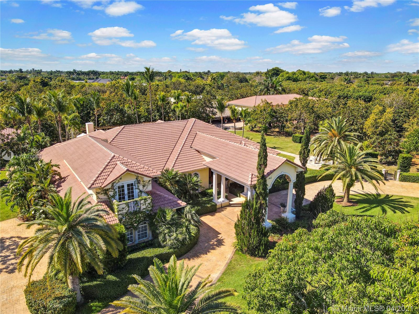 10 ACRE SPRAWLING ESTATE, MAIN, GUEST, 3 CAR ATTACHED,POOL, 12+ DETACHED GARAGE W WORKSHOP, WALKWAYS THRUOUT, INCOME GROVE PLUS.....