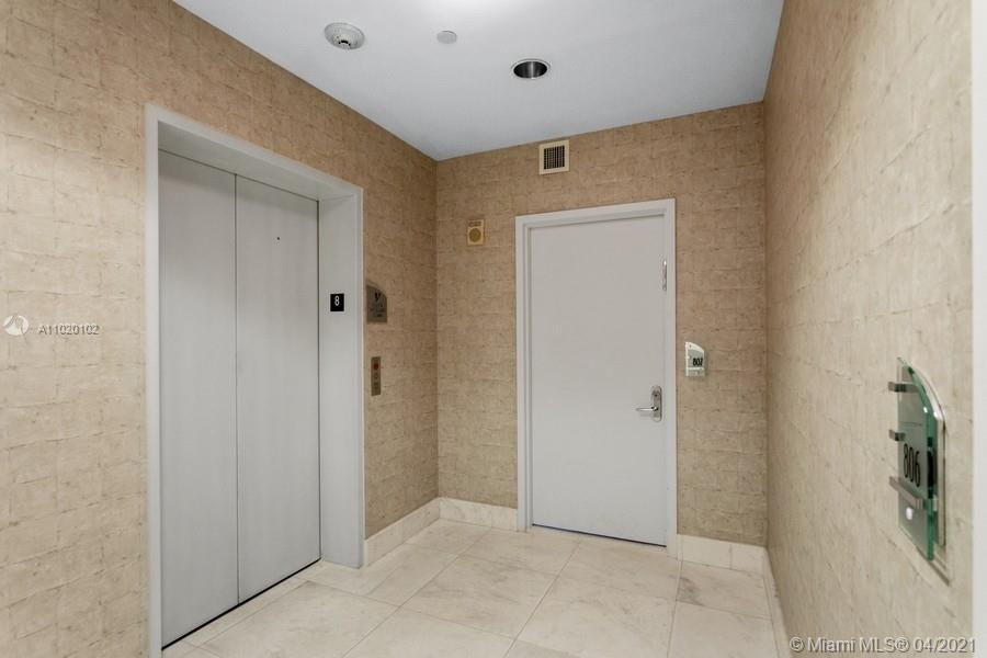 17121 Collins Ave #806 photo02