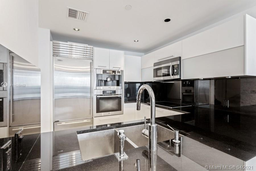 17121 Collins Ave #806 photo05
