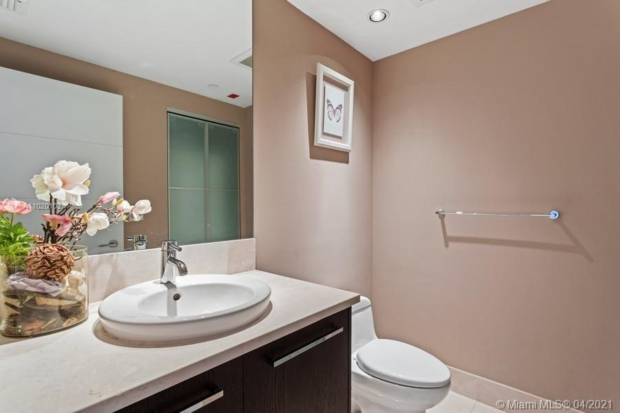 17121 Collins Ave #806 photo011