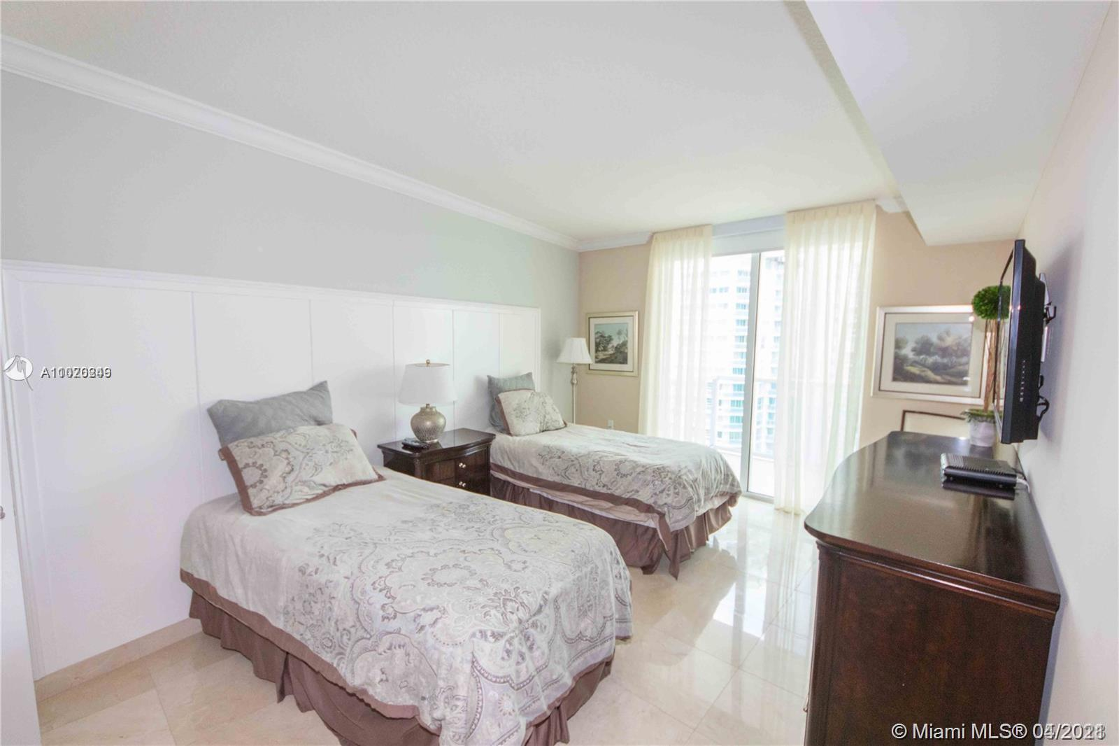 150 Sunny Isles Blvd #1-1704 photo09
