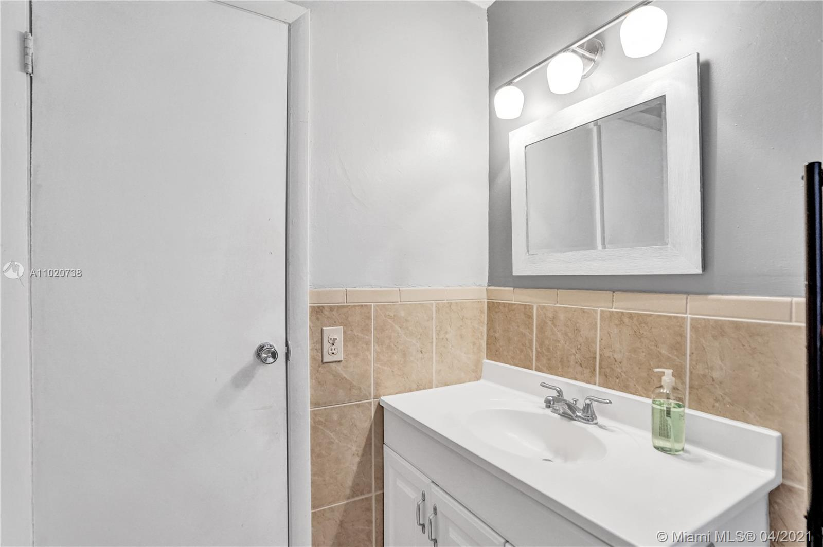 8281 SW 27th Ter photo019