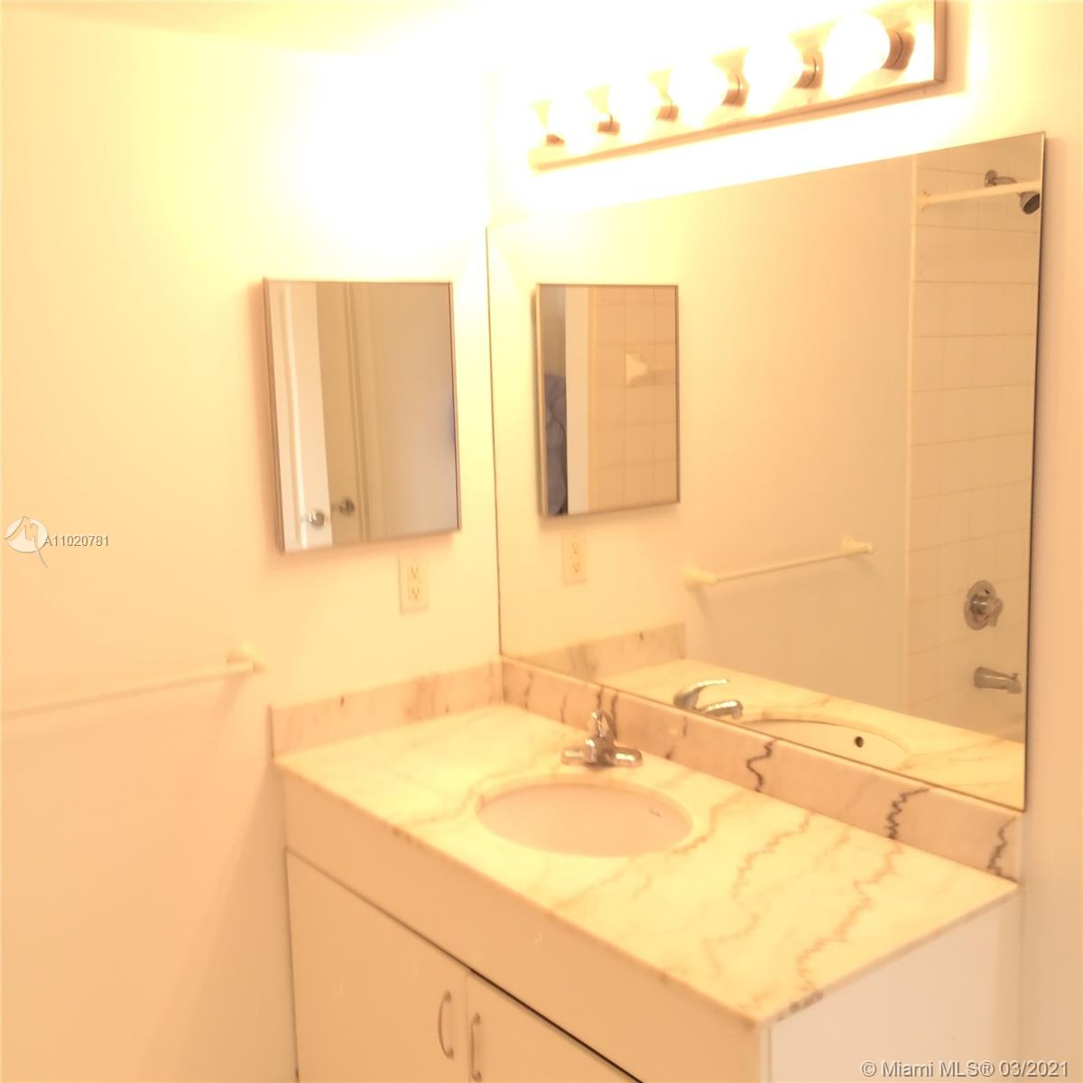 1200 Brickell Bay Dr #1605 photo028