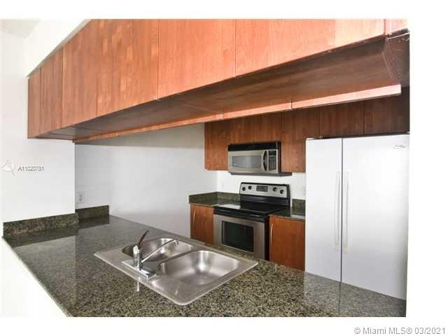 1200 Brickell Bay Dr #1605 photo05