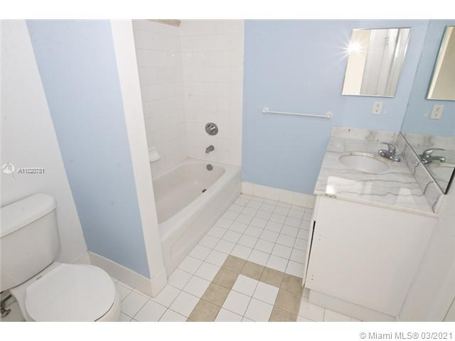 1200 Brickell Bay Dr #1605 photo018