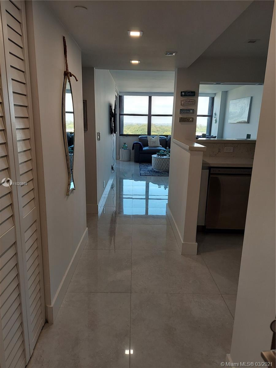 2555 Collins Ave #1106 photo017