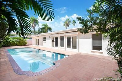 Biscayne Key Estates - 200 W Mashta Dr, Key Biscayne, FL 33149