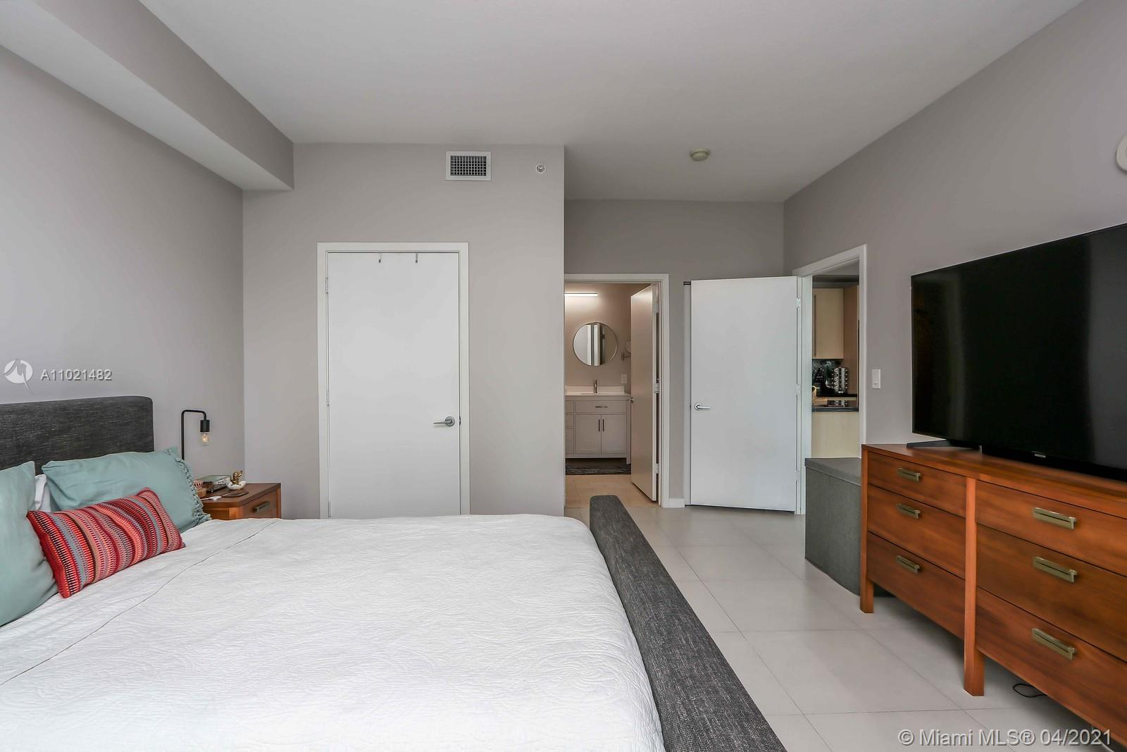 1111 SW 1st Ave #1623-N photo010