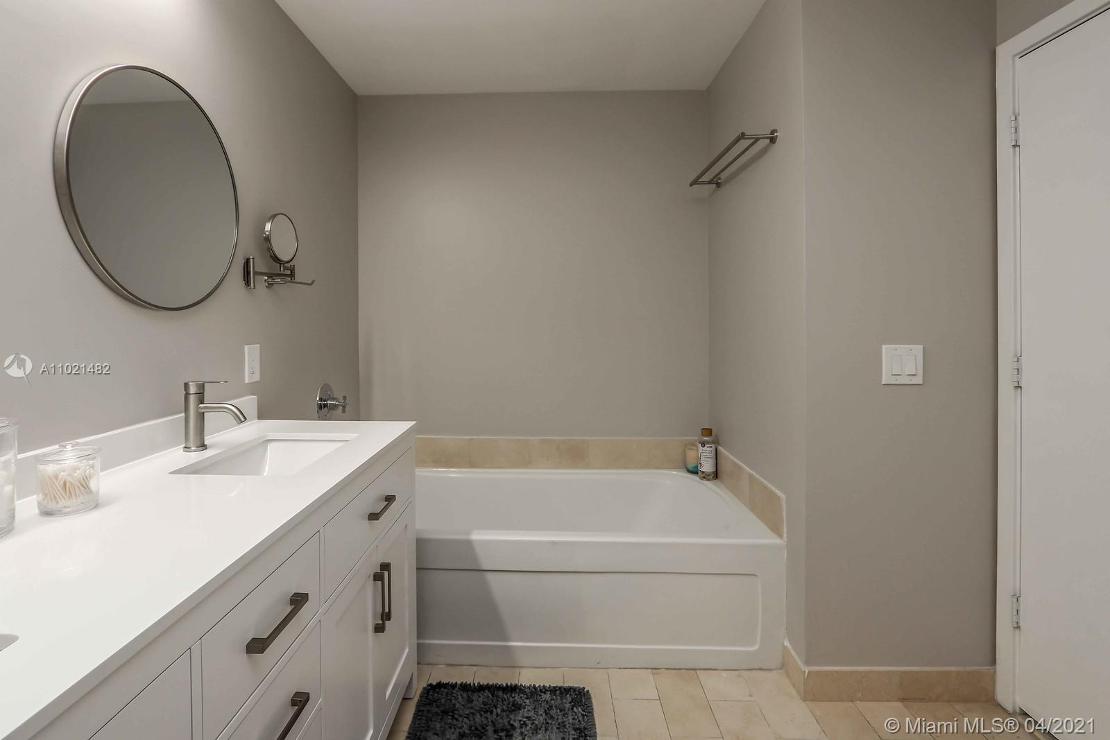 1111 SW 1st Ave #1623-N photo011