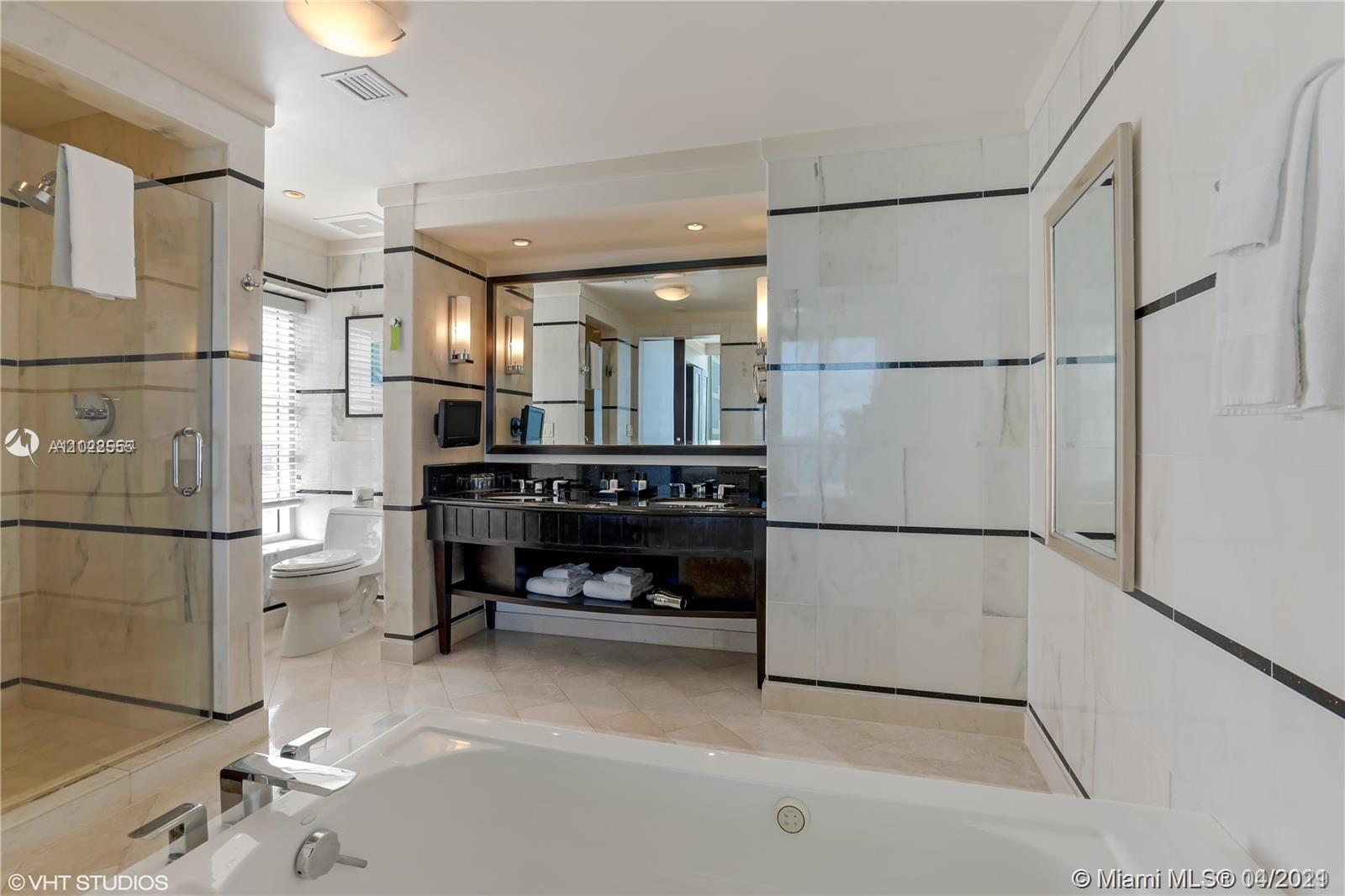 4391 Collins Ave #623 photo028