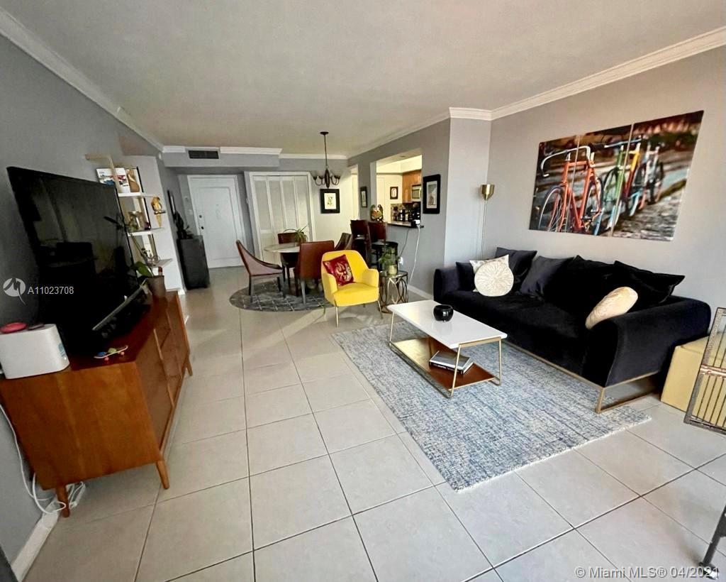 Del Prado #302 - 18071 Biscayne Blvd #302, Aventura, FL 33160