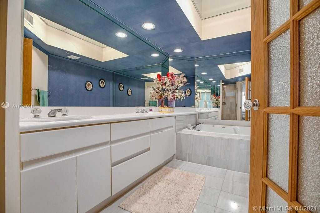 16425 Collins Ave #1212 photo015